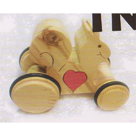 Squirrel - wooden heart treasure on the wheels