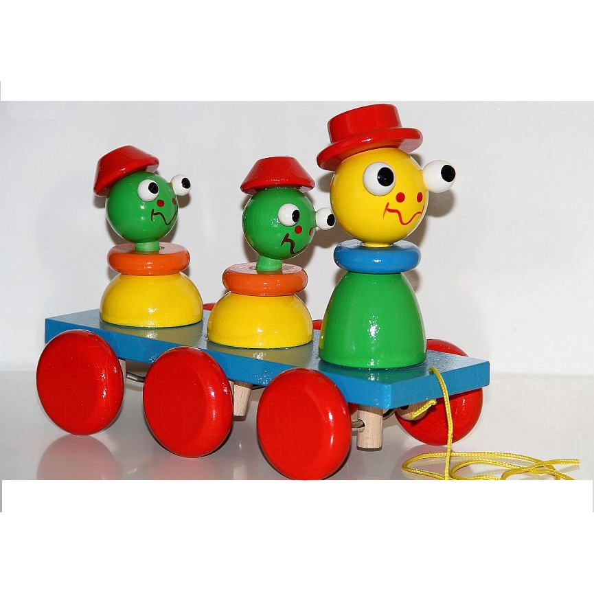 Three frogs on the ramp - pull toy